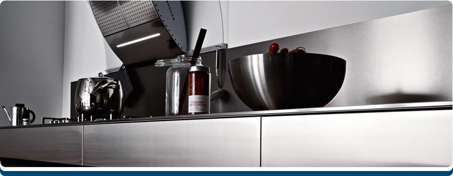 Keuken Plint Clips : Een rvs achterwand voor een keuken past bij elkkeukenstijl omdat RvS